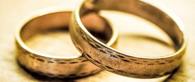 Можно ли сдать обручальное кольцо в ломбард